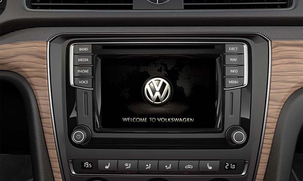 2017 VW Passat CANADA App-Connect