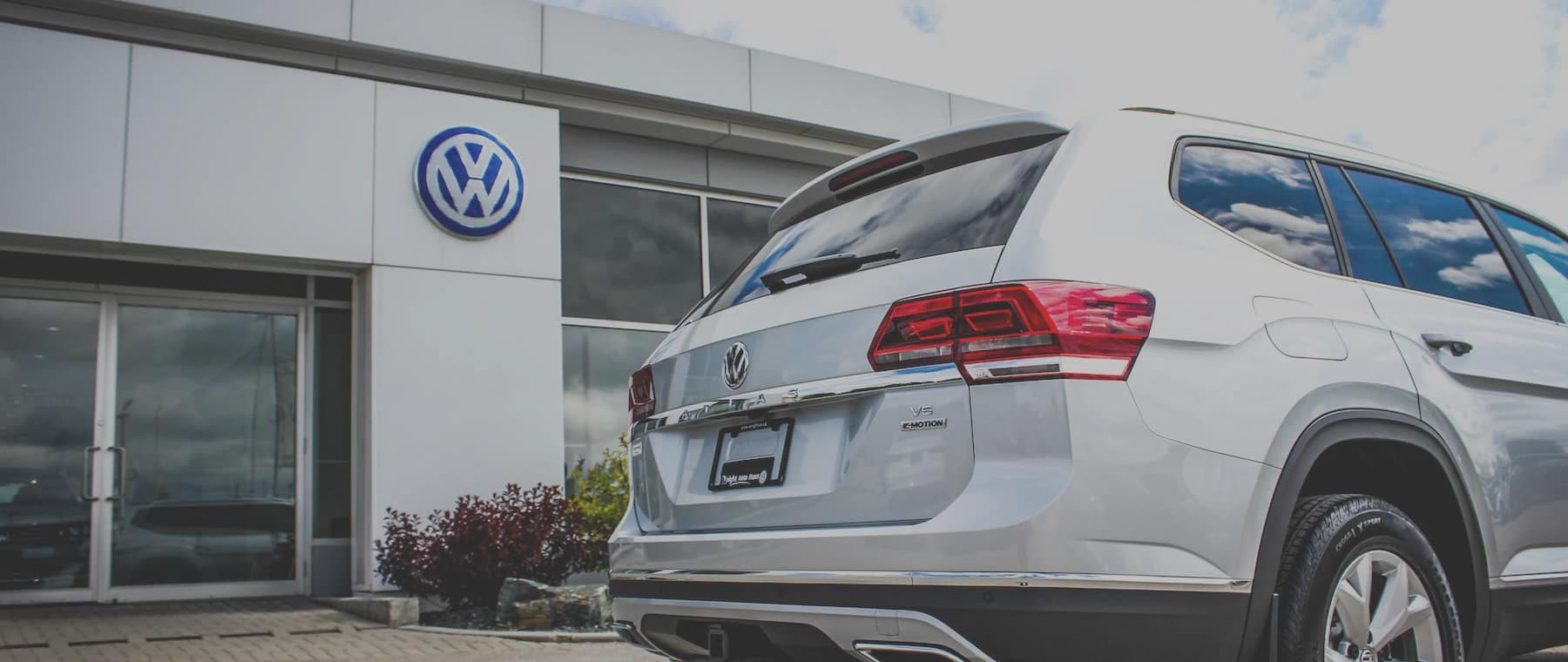 New and pre owned volkswagen dealer manitoba winnipeg for Motor house auto sales