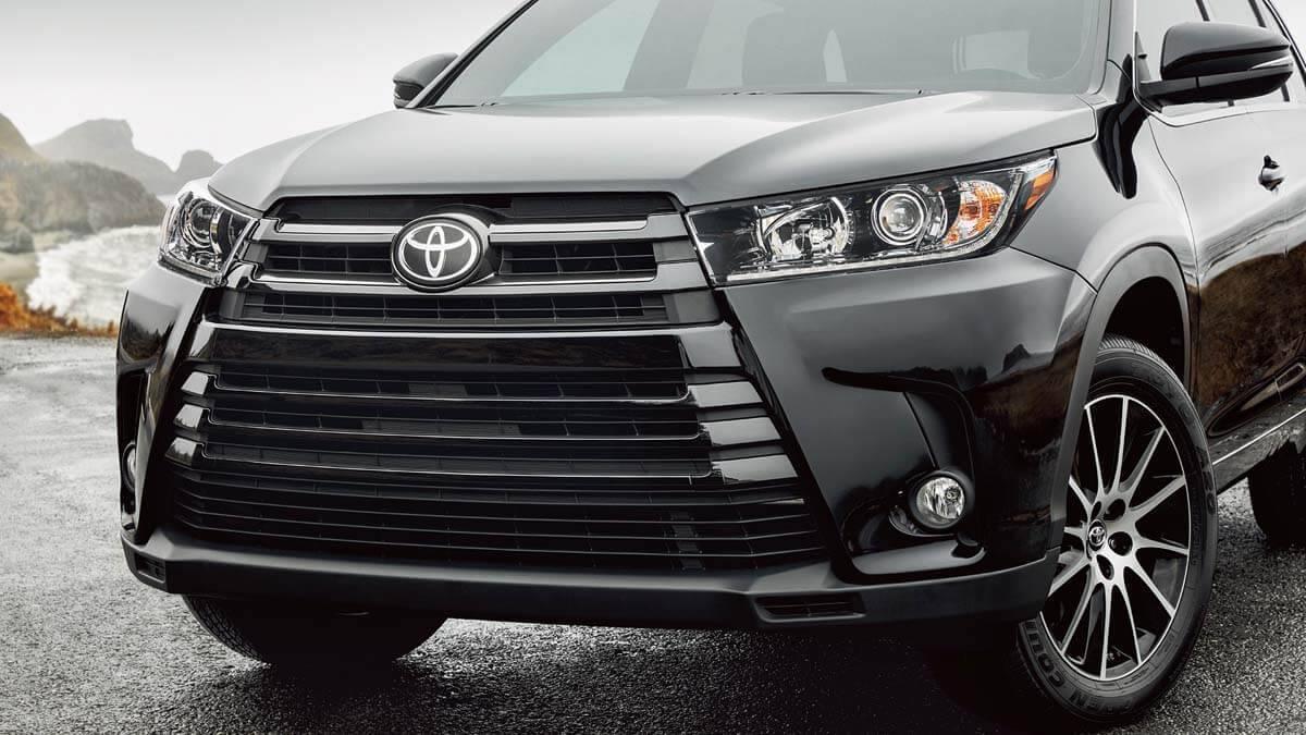 2017 Toyota Highlander SE AWD Midnight Black Metallic Front End