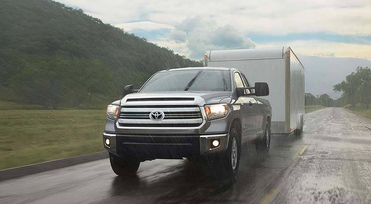 2017-Toyota-Tundra-towing