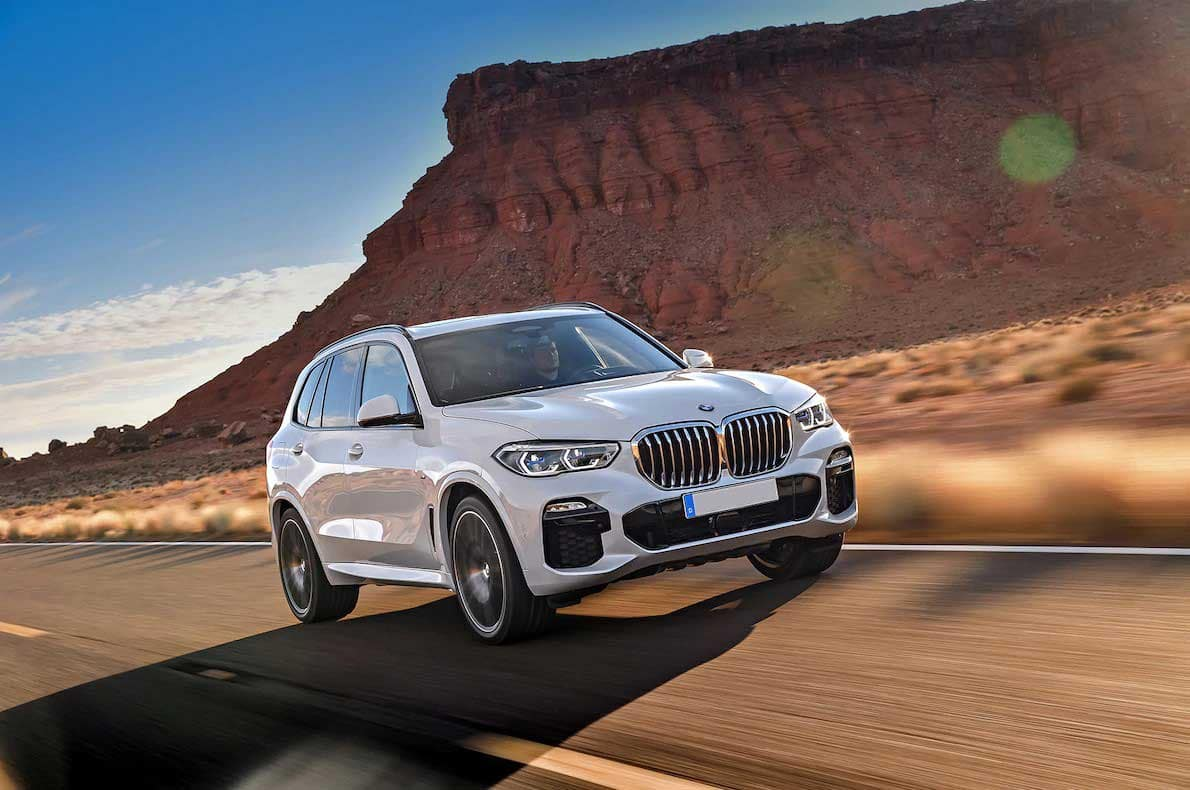 2019 BMW X5 front three quarter in motion