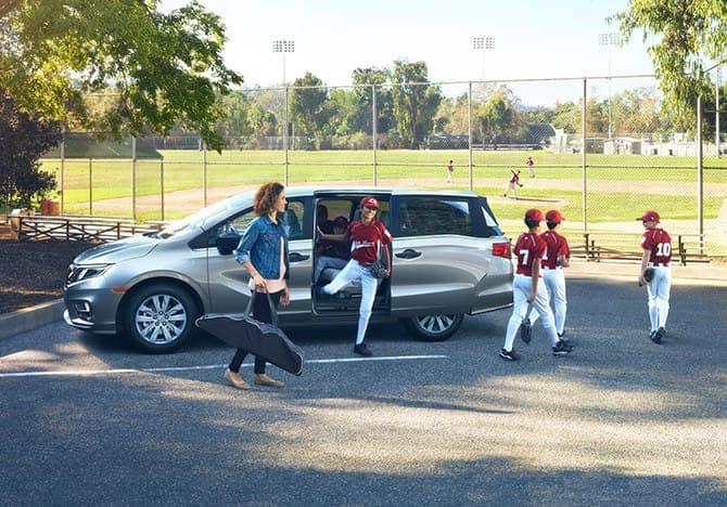 Baseball Players Getting Out of 2019 Honda Odyssey