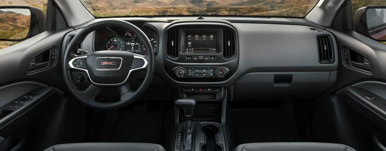 The wheel and screen in a 2021 GMC Canyon are shown.