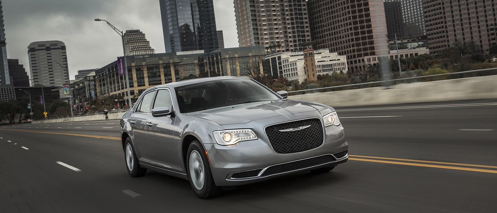 2017-Chrysler-300-1