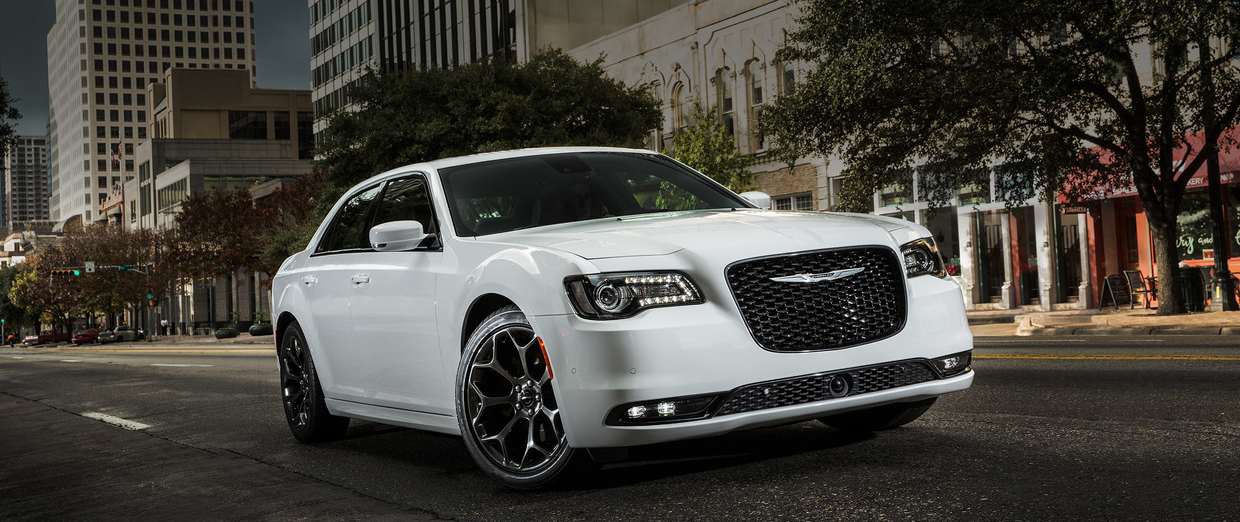 2018 Chrysler 300 white exterior