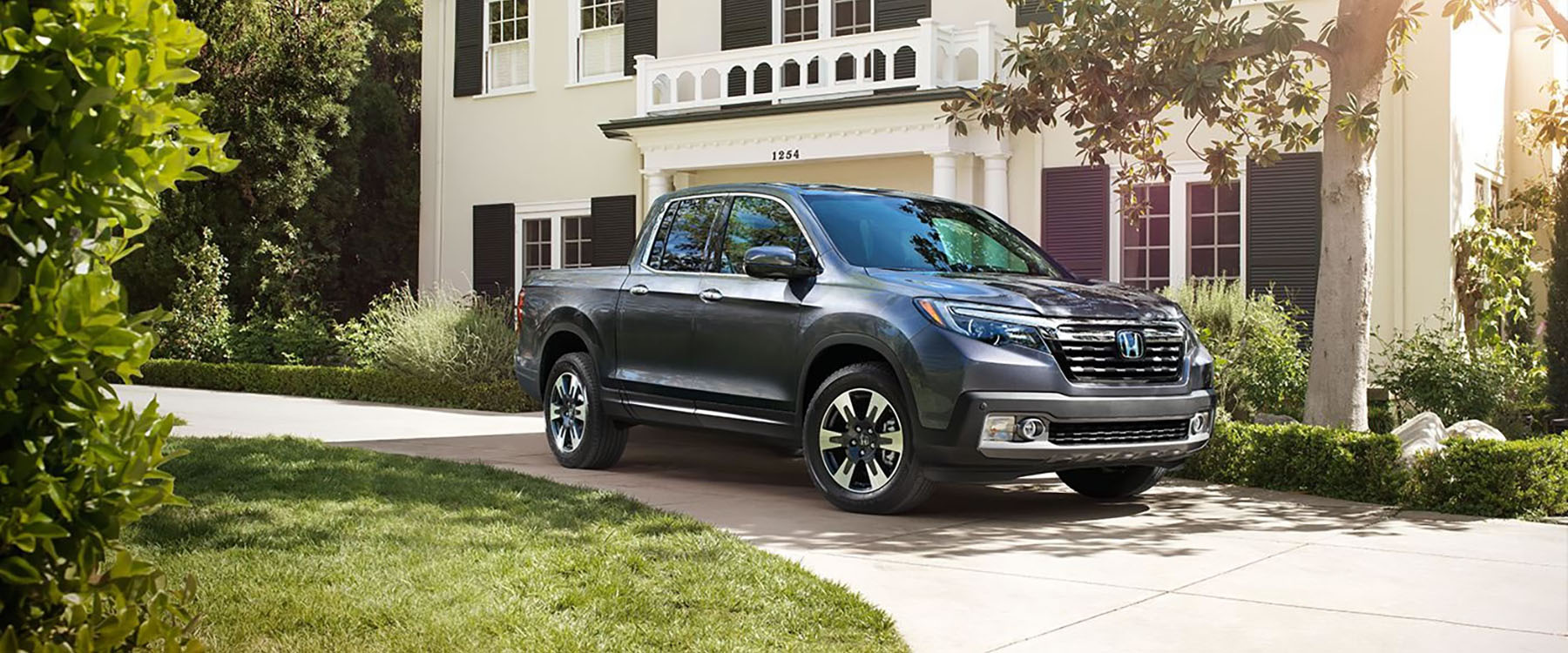 Detroit drivers in the market for a new truck, you need to see the 2017 Honda  Ridgeline performance and towing specs before you make any final decisions.