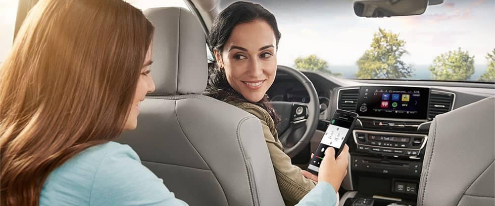 Mother and daughter using 2020 Honda Pilot technology features