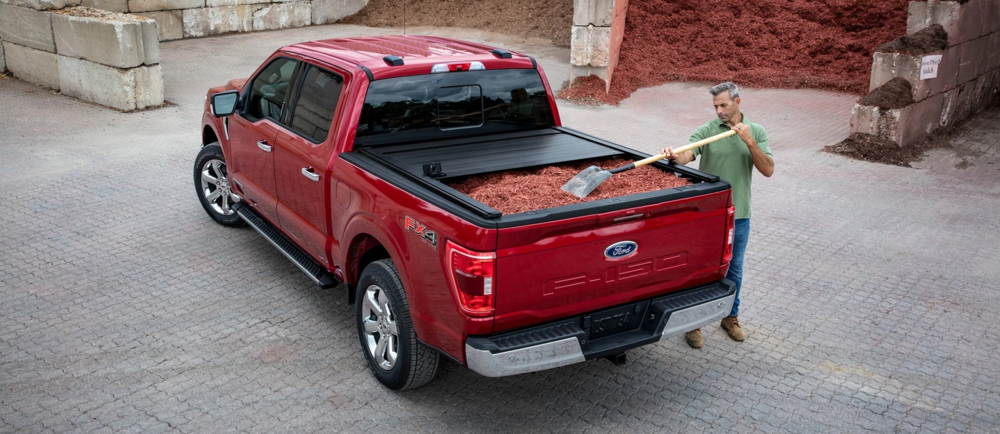 2021 Ford F-150, Worker Using Truck Bed
