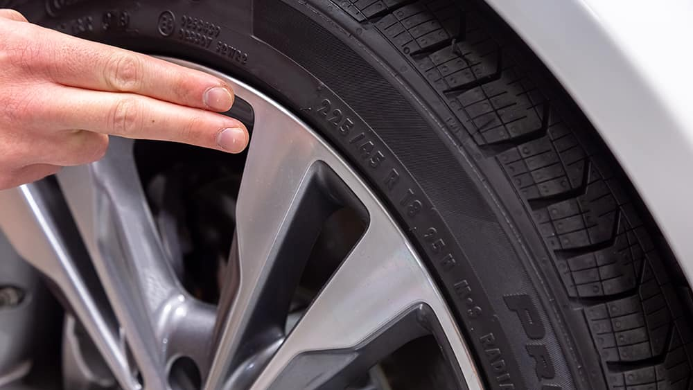 Hands pointing to Mercedes-Benz Tire Size