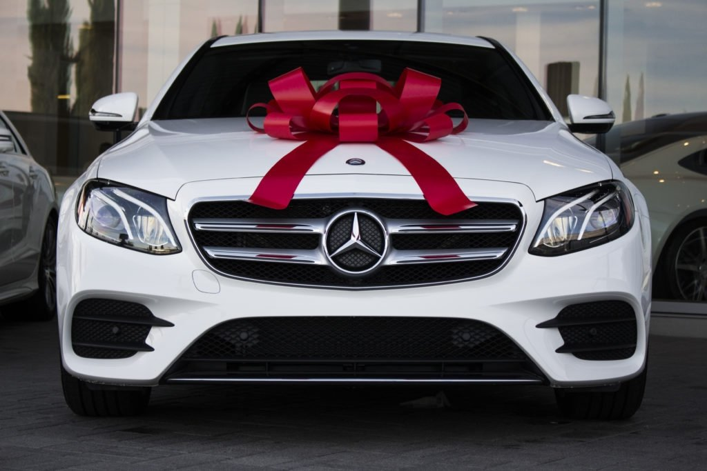 White Mercedes Benz >> Why A Mercedes Benz Is A Perfect And Affordable Graduation