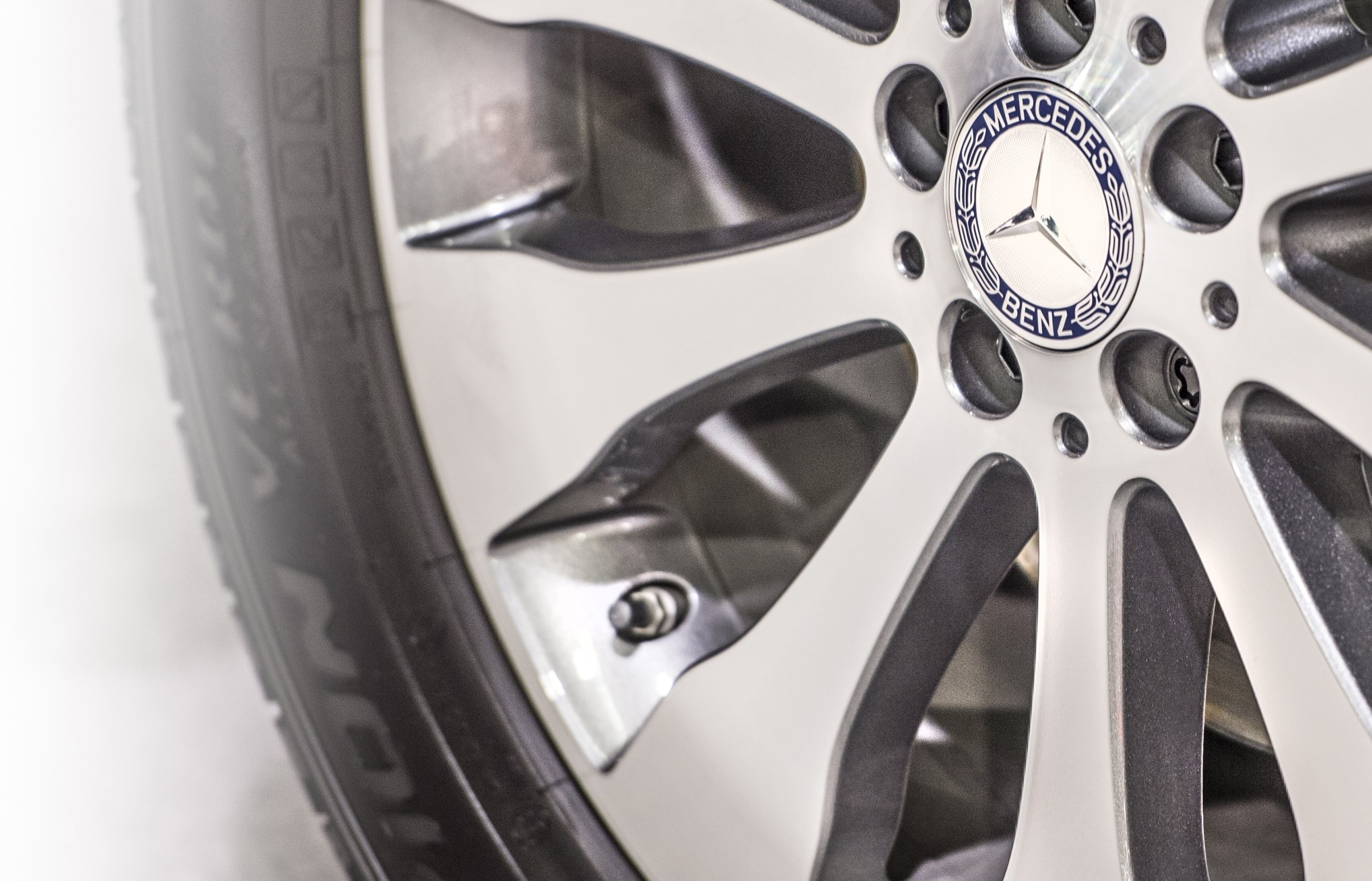 Mercedes-Benz Rim Close up