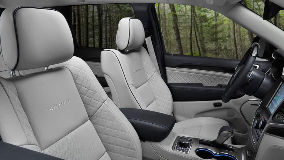 Interior Features of the New Jeep Grand Cherokee at Garber in Orange-Park, FL