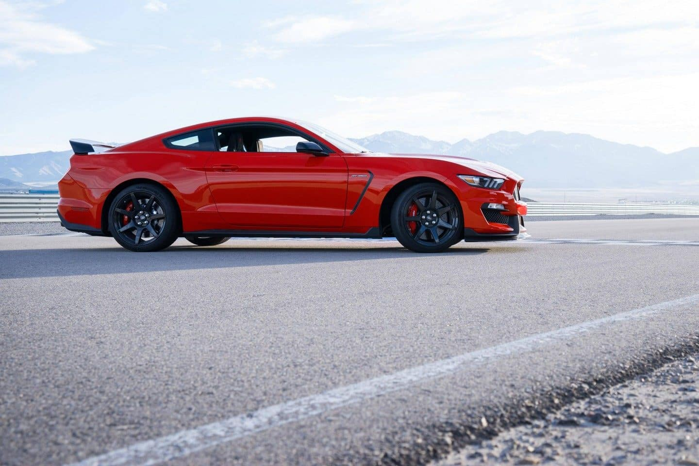 Ford Mustang Shelby GT350 Vs  Chevy Camaro ZL1