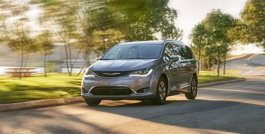 Chrysler Pacifica Vs  Toyota Sienna: Old or New What Can't