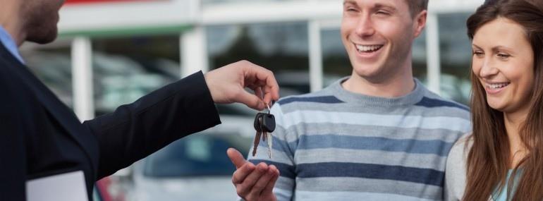 Couple getting car keys_14077991