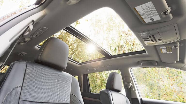 2018 Toyota Highlander panoramic roof
