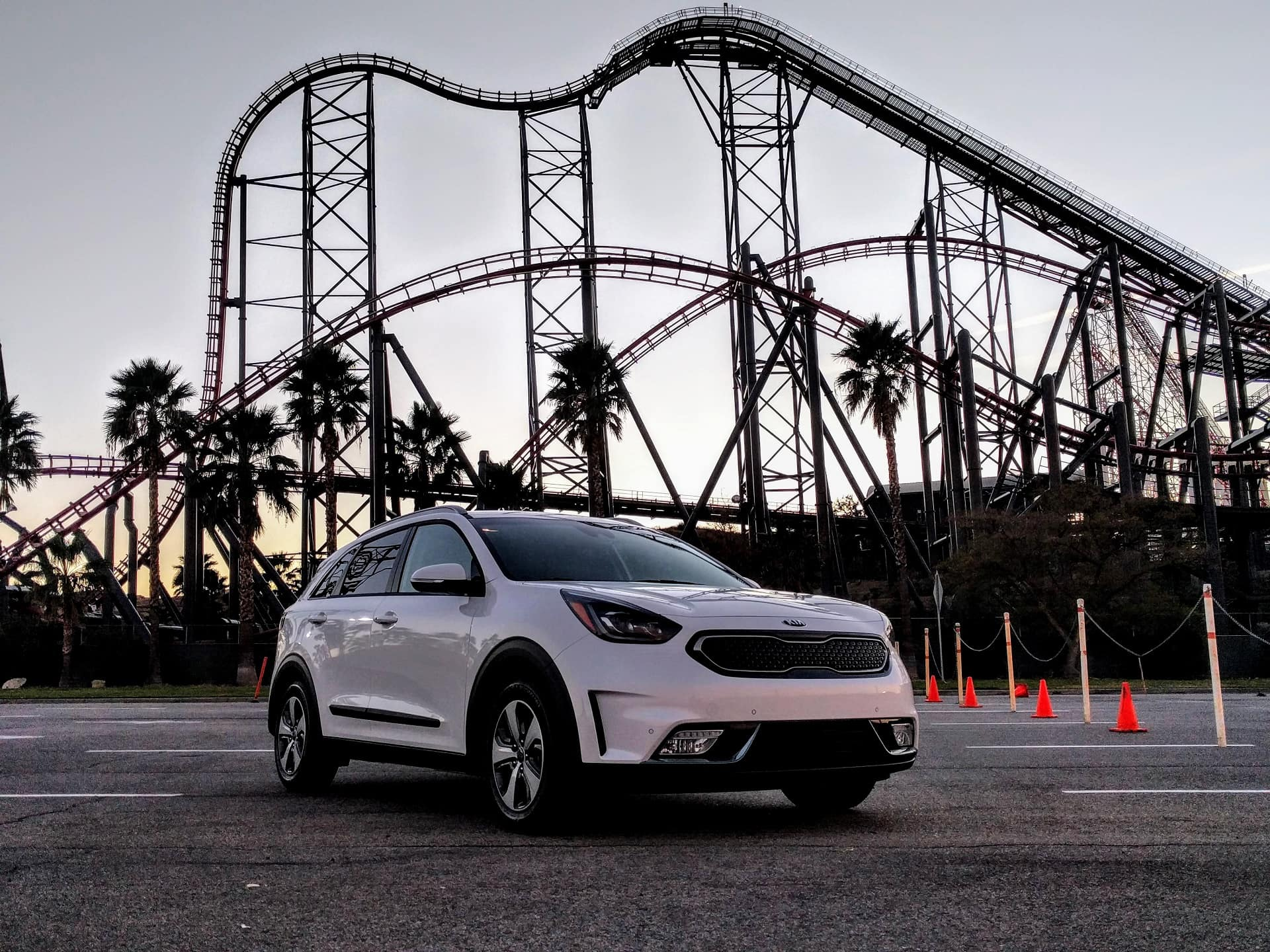 2018-kia-niro-plug-in-hybrid-six-flags-magic-mountain-california-dec-2017 100637205 H