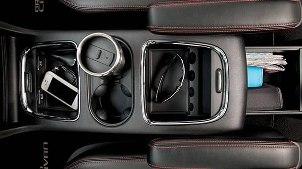 2017-Dodge-Grand-Caravan-center-console