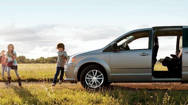 2017-Dodge-Grand-Caravan-family