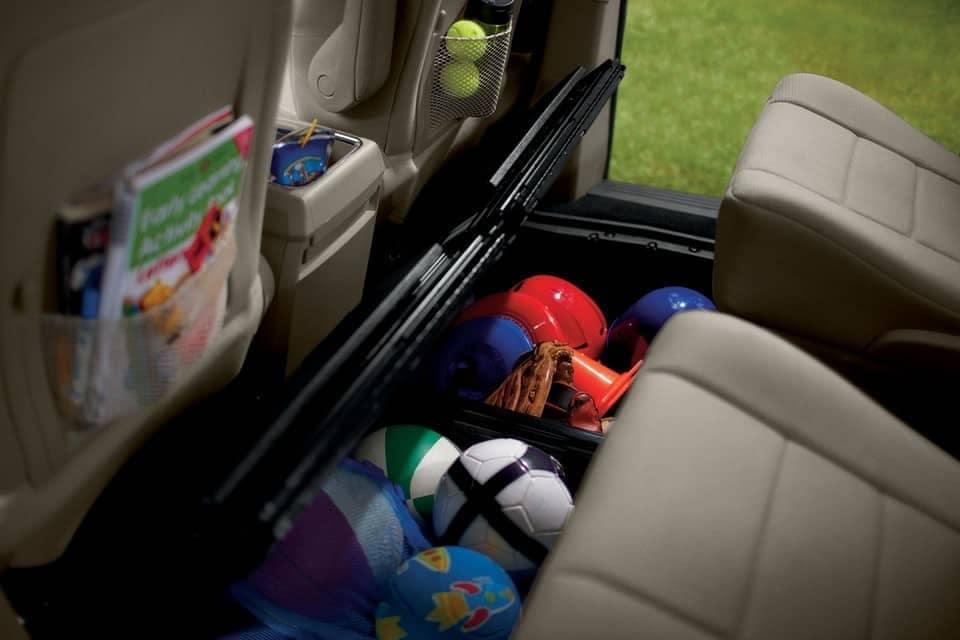 2019-Dodge-Grand-Caravan-Canada-back-seats