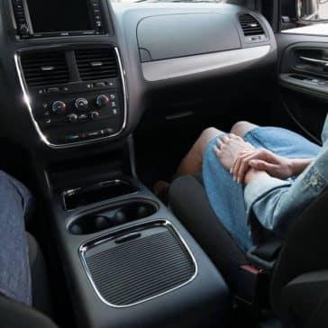 2019-Dodge-Grand-Caravan-Canada-front-interior-seating