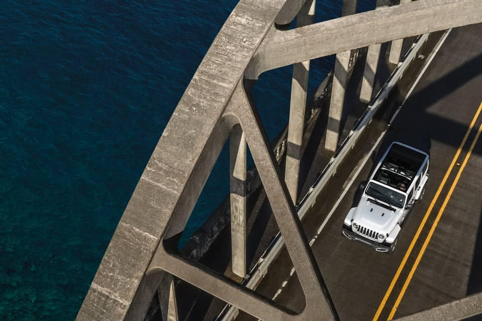 2019-Jeep-Wrangler-driving-on-bridge