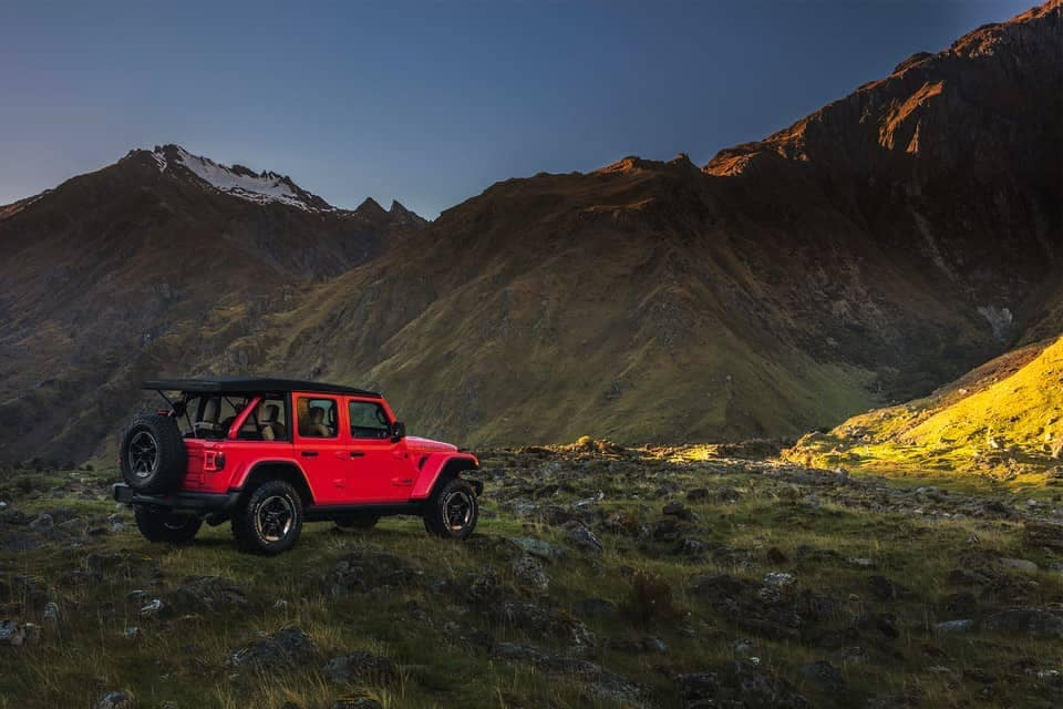2019-Jeep-Wrangler-parked-near-mountains