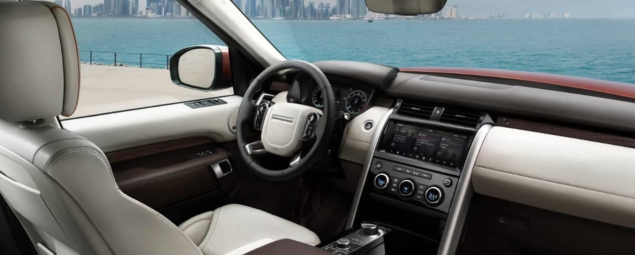 interior technology in 2019 Land Rover Discovery