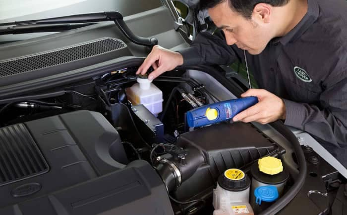 Land Rover Service Tech looks at engine