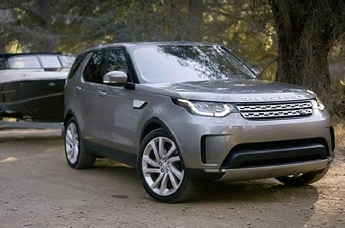 2020 Land Rover Discovery towing boat
