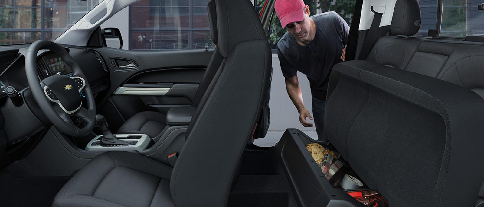 2016 Chevrolet Colorado Interior with Storage