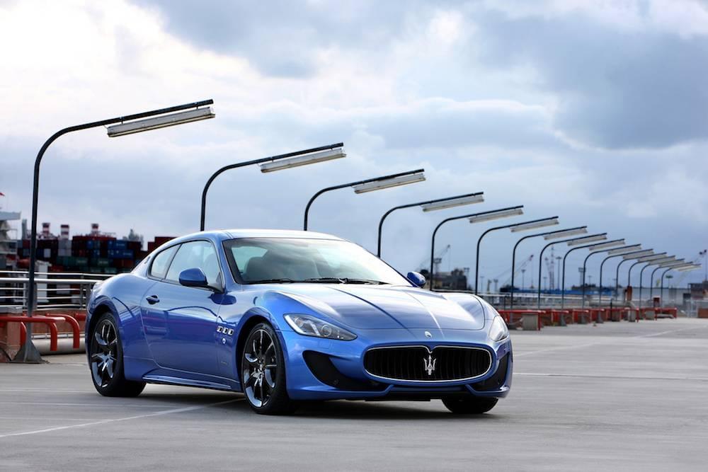 2013-Maserati-GranTurismo-Sport-passengers-three-quarters
