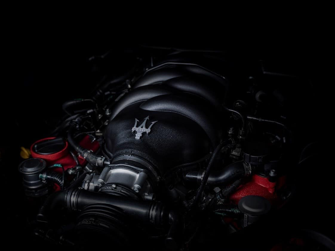 Maserati GranTurismo MC engine with silver trident badge