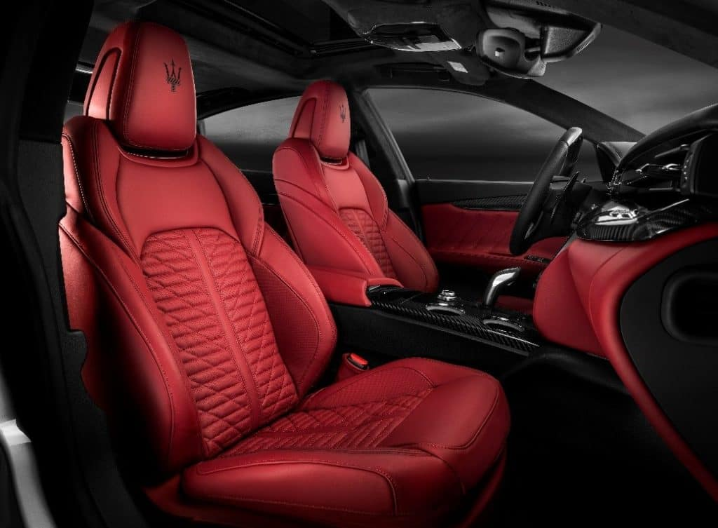 Two-tone black and red interior found in the 2019 Maserati Quattroporte GTS