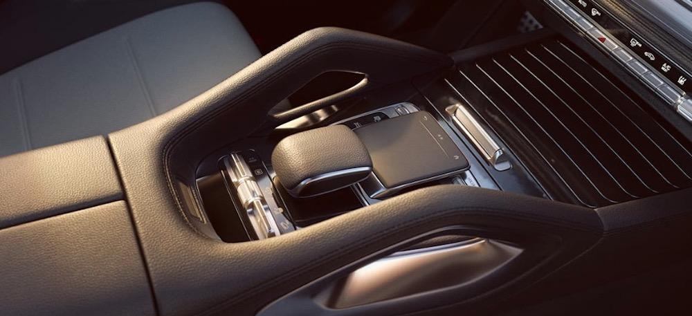 2020 Mercedes-Benz GLE SUV interior amenities