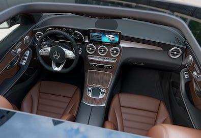 2020-mercedes-benz-glc-suv-cockpit