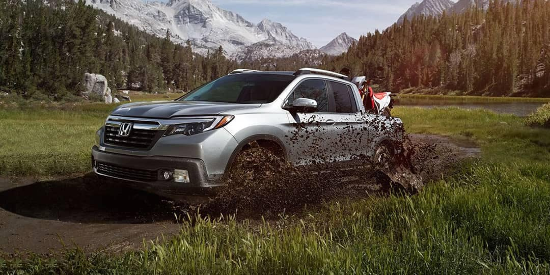 2019 Honda Ridgeline drives through mud and grass