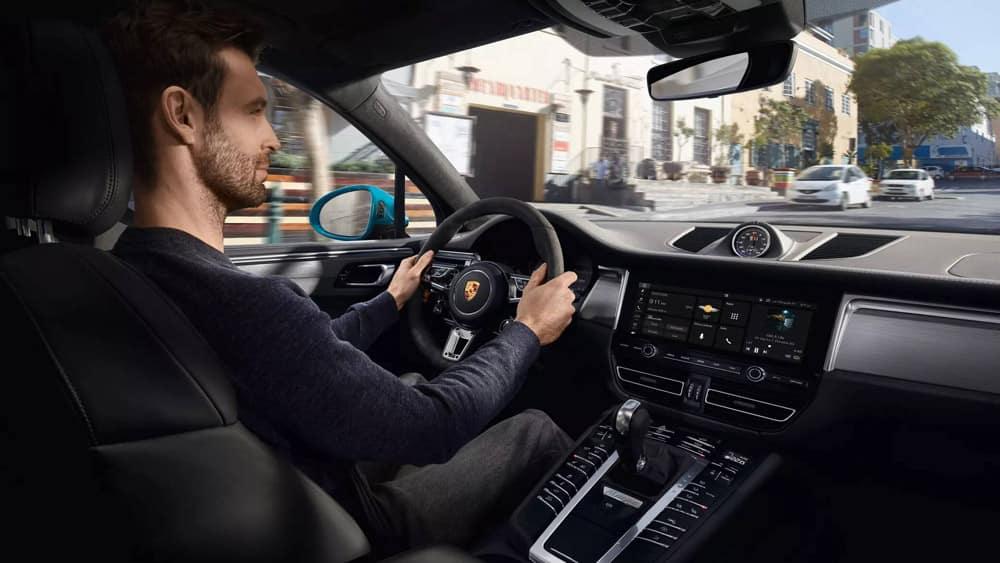 2019-Porsche-Macan-interior