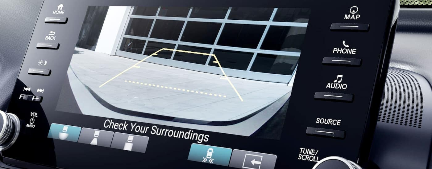 The Cross Traffic Monitor is shown on the screen of a 2020 Honda Accord.