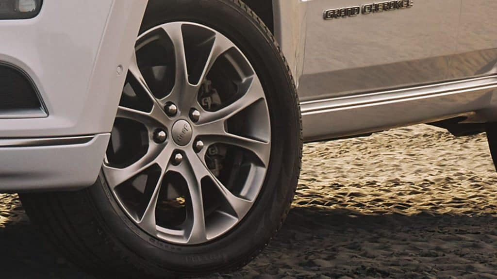 Close shot of the wheel of a Grand Cherokee