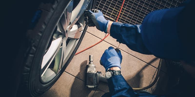 Mechanic adjust tire bolts