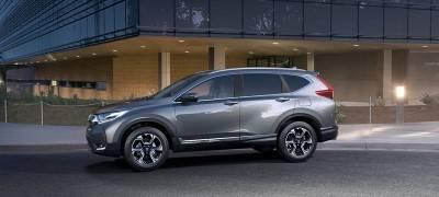 2017-cr-v-touring-ext-34-front-driver-environment-with-talent-animation