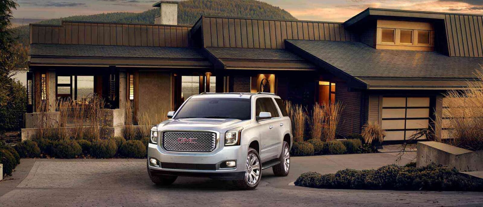 2017 GMC Yukon Denali white exterior model