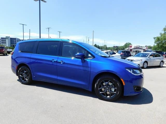 2020 Chrysler Pacifica Limited with Navigation