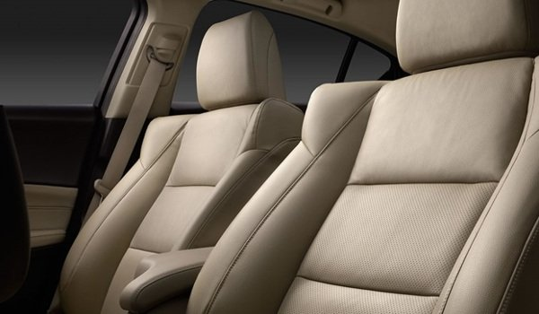 2017 Acura ILX front seats