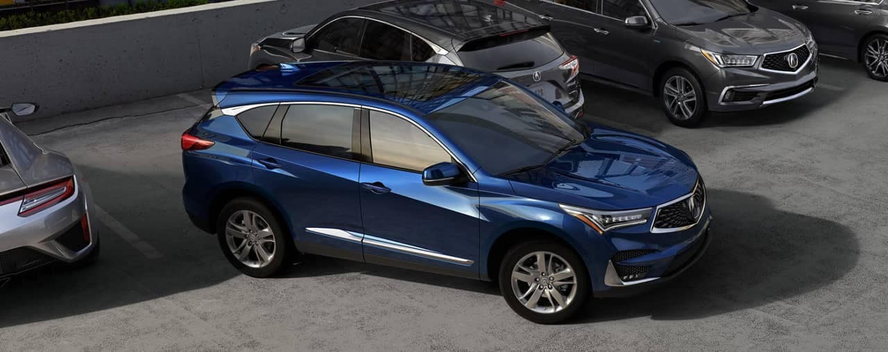 2019 Acura RDX backs in to parking space