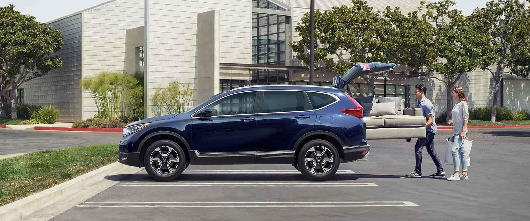 Couple loading couch into cargo area of 2018 Honda CR-V